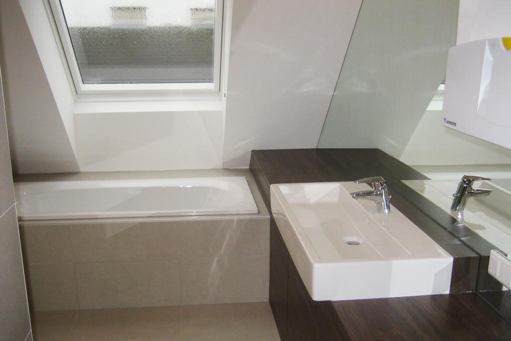 Dachgeschossausbau Bad @Econom GmbH